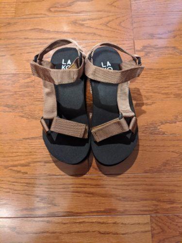 【LAKOLE】の夏サンダルがシンプルで履きやすい