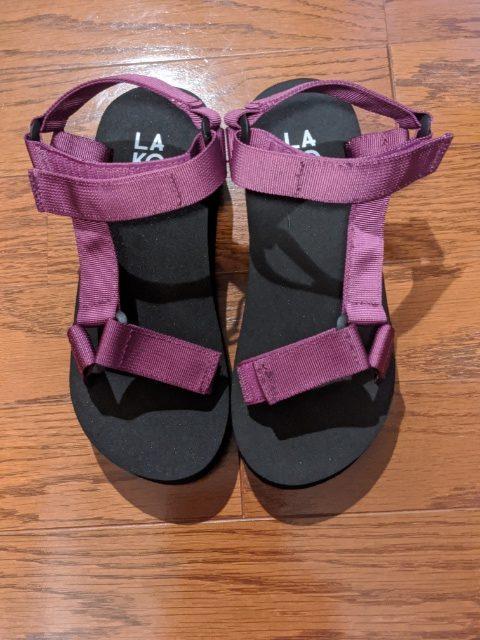 【LAKOLE】のサンダルがシンプルで履きやすい