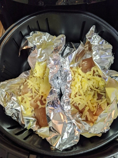 【カラーラ】ノンオイルフライヤー『胸肉のホイルチーズ焼き』を作ってみた!