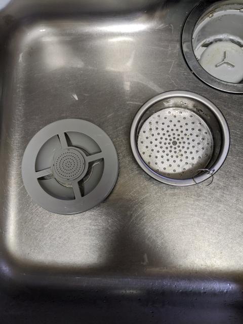 キッチンの排水溝のゴミ受けのカビや気になるニオイも100均のダイソーで解決!